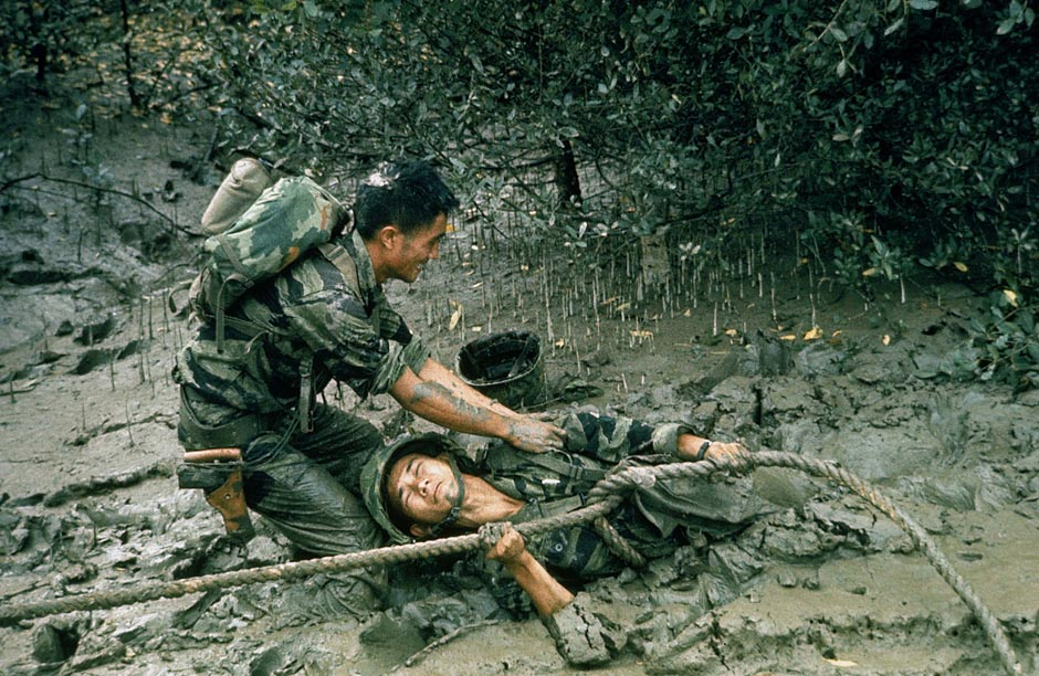 S.Vietnamese soldier helping to free his